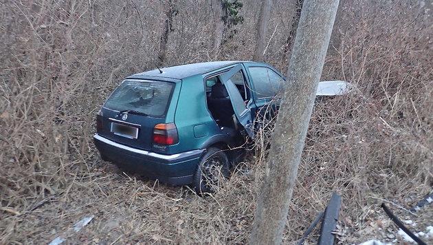 Blitzeis: Unfallserie auf spiegelglatten Straßen (Bild: Freiwillige Feuerwehr Tattendorf)