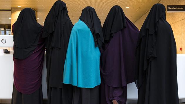 Burkaverbot: Wer erwischt wird, zahlt 150 Euro (Bild: AFP)