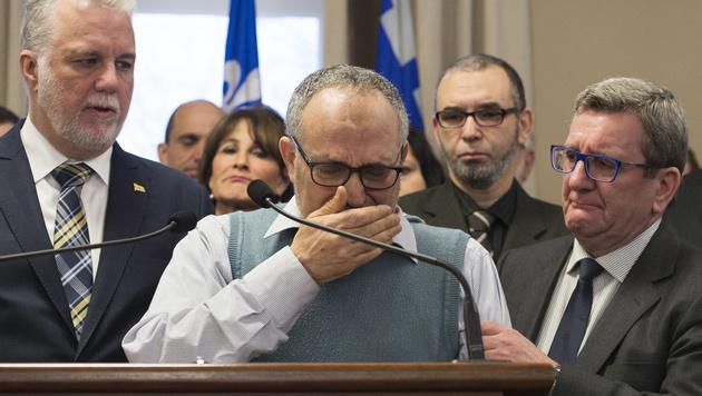 Mohamed Labidi, stellvertretender Vorsitzender der Moschee, konnte die Tränen nicht zurückhalten. (Bild: AP)