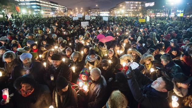 Tausende Menschen versammelten sich zu einer Trauerfeier in Quebec. (Bild: AP)