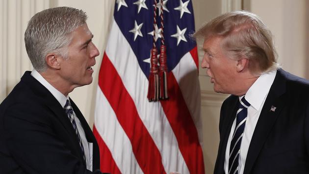 Neil Gorsuch und Donald Trump (Bild: AP)