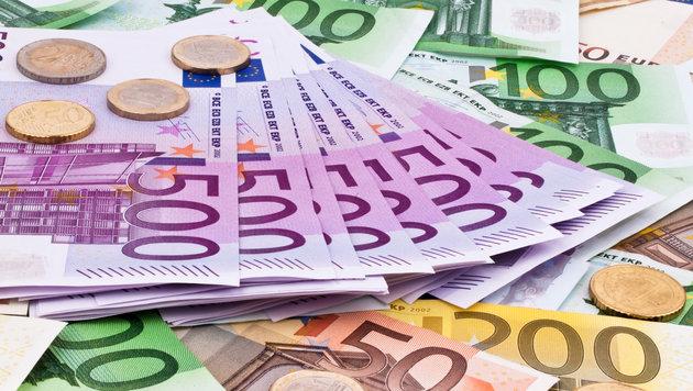 "Salzburgerin überwies 8500 Euro an ""Millionär"" (Bild: Gina Sanders - Fotolia)"
