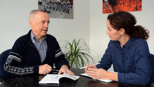 """Sachverständiger Helmut Lamprecht im Gespräch mit """"Krone""""-Redakteurin Claudia Thurner (Bild: Andreas Fischer)"""