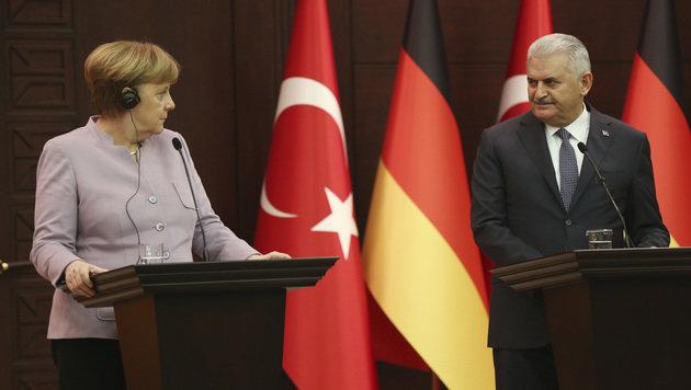 Merkel mit dem türkischen Ministerpräsidenten Binali Yildirim (Bild: Associated Press)