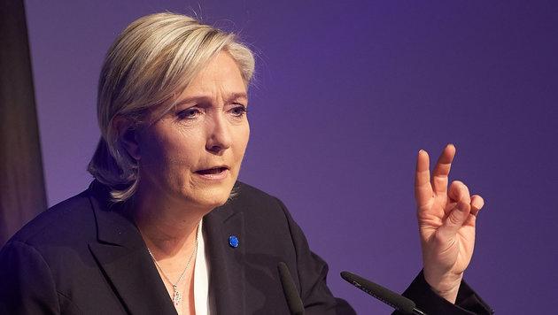 Marine Le Pen legt vorübergehend FN-Vorsitz nieder (Bild: APA/dpa/Thomas Frey)