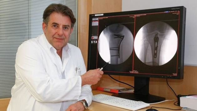 Primar Dr. Manfred Mittermair operierte Sandra Schwarzenbacher. (Bild: Gerhard Schiel)