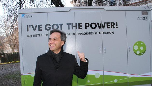 Kunterbunte Unterstützungs-Phalanx vor der Wahl für schwarzen Siegfried Nagl! (Bild: Kronenzeitung)