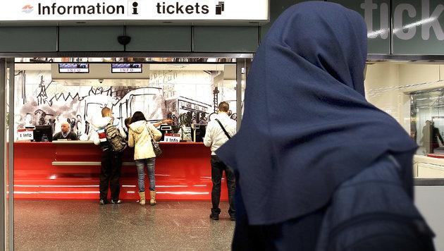 "Userin: ""Öffi-Mitarbeiterin beschimpfte Muslima"" (Bild: Wiener Linien/Norbert Geiter, thinkstockphotos.de)"