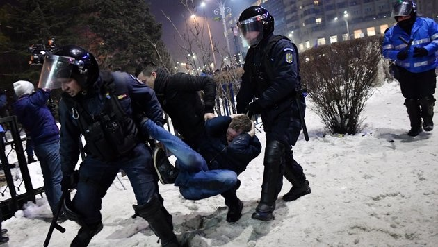 500.000 Menschen in Rumänien auf den Straßen (Bild: AFP)