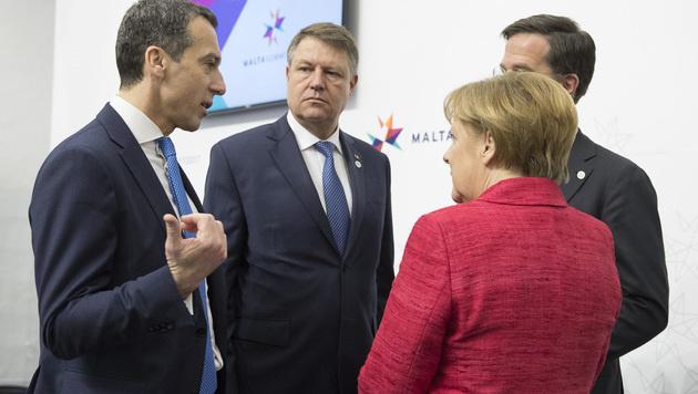 Bundeskanzler Christian Kern und die deutsche Bundeskanzlerin Angela Merkel auf Malta (Bild: APA/BKA/ANDY WENZEL)