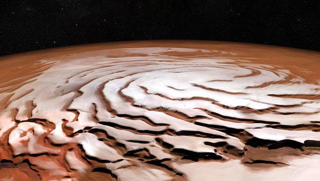Die an einen Schokopudding erinnernde eisige Spirale am Mars-Nordpol (Bild: ESA/DLR/FU Berlin, NASA MGS MOLA Science Team)