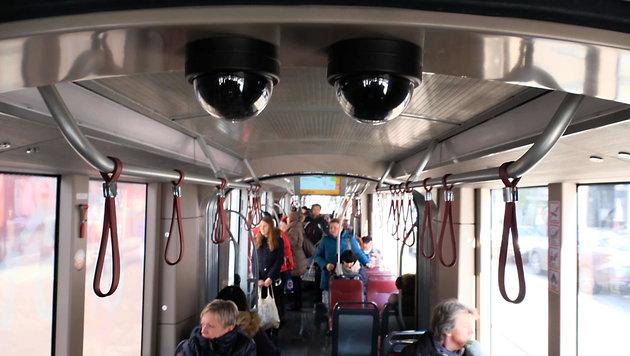 Nur 29 Trams von insgesamt 175 Linzer Öffi-Fahrzeugen sind derzeit videoüberwacht (Bild: Horst Einöšder)