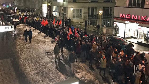 Jetzt bekommt Sobotka Rückendeckung von Polizei (Bild: krone.tv)