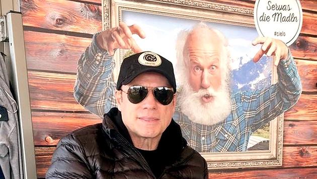 Servas, die Madln: John Travolta auf der Gerlitzen (Bild: Cielo Mountain Lounge Bar)