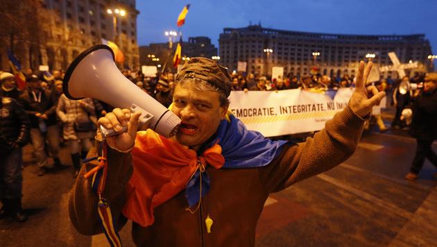 Rumäniens Regierung hob Korruptionsdekret auf (Bild: AP)