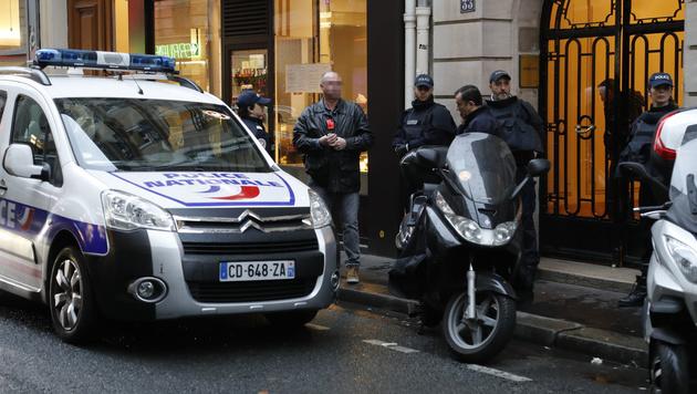 Nach der Louvre-Attacke durchsuchten Beamte die Wohnung des Verdächtigen. (Bild: AFP)