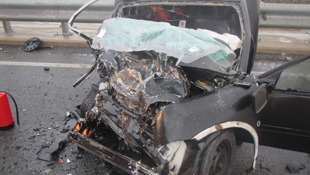 """Geisterfahrer-Crash: Toter auf der """"Süd"""" (Bild: Presseteam der Feuerwehr Wiener Neustadt)"""