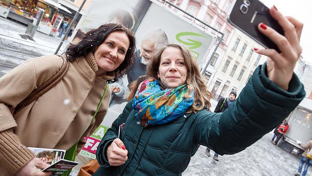 Grünen-Parteichefin Eva Glawischnig mit Graz-Frontfrau Tina Wirnsberger (Bild: APA/Erwin Scheriau)