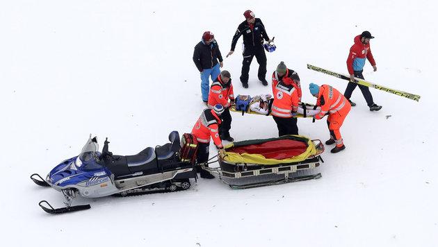 Schock um Schlierenzauer: Sturz bei Skifliegen (Bild: AP)