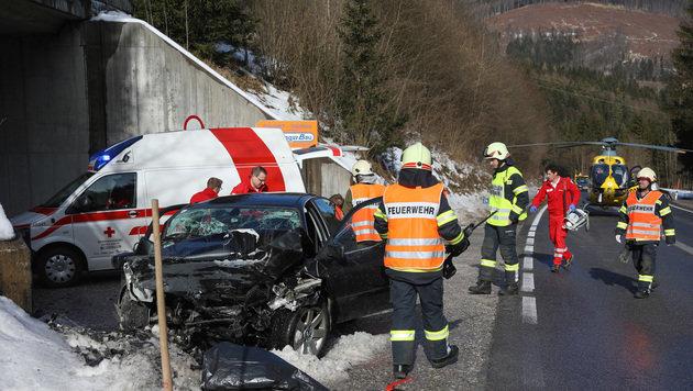 Lenker (30) raste bei voller Fahrt in Mauer (Bild: laumat.at / Matthias Lauber)