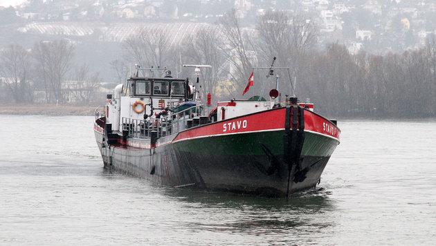 Umweltalarm um Öltanker auf Donau vor Toren Wiens (Bild: Andi Schiel)