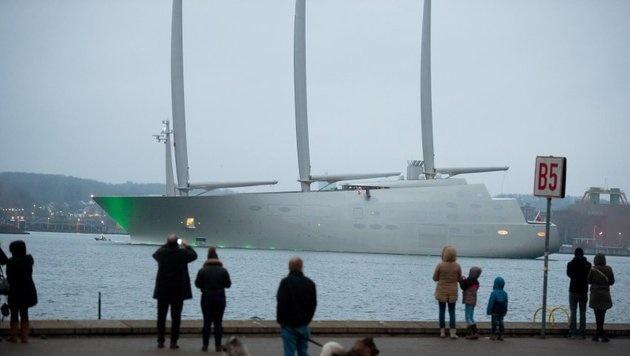 D: Größte Segeljacht der Welt sticht in See (Bild: dpa)