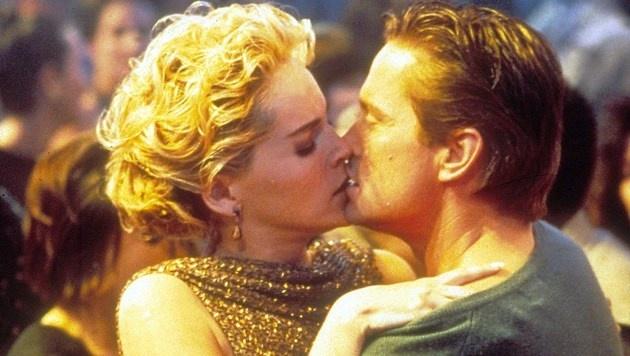 "Sharon Stone und Michael Douglas in ""Basic Instinct"" (Bild: Moviestore Collection/face to face)"