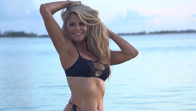 "Christie Brinkley im Bikini beim ""Swimsuit Issue""-Shooting (Bild: facebook.com/SISwimsuit)"