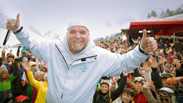 """2000 begeisterte Fans beim Goaßstall in Saalbach: DJ Ötzi startete seine """"Gipfeltour"""". (Bild: Georg Krewenka)"""
