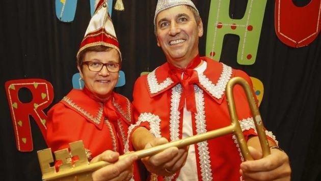 Schlüssel zum Erfolg: Narrenkönig Franz Rinnerthaler mit Hilda. (Bild: Markus Tschepp)