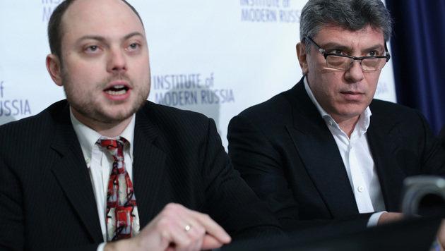 Kara-Mursa (links) und Boris Nemzow während einer Pressekonferenz in Washington im Jahr 2014 (Bild: AFP/GETTY IMAGES NORTH AMERICA)