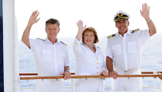 """Die Crew des """"Traumschiffs"""": Nick Wilder, Heide Keller und Sascha Hehn (Bild: ZDF/Dirk Bartling)"""