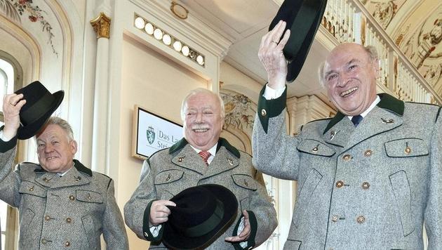 Nach Erwin Pröll nimmt nun auch Josef Pühringer seinen Hut und tritt als Landeshauptmann zurück. (Bild: APA/ERWIN SCHERIAU)