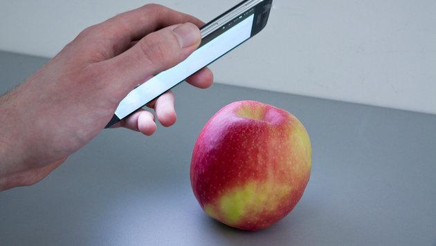 Smartphone-App entlarvt Pestizide im Apfel (Bild: Fraunhofer IFF, Udo Seiffert)