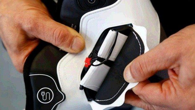 Die Akkus für die Heizung sind voll im Schuh integriert. (Bild: Gerhard Schiel)