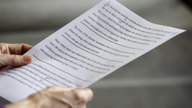 Warren zitierte vor den Senatsmitgliedern aus dem Brief von Coretta Scott King. (Bild: AP)