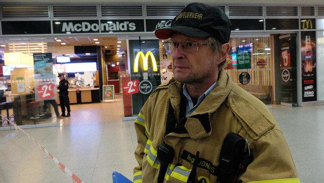 Einsatzleiter Dieter Jonas von der Berufsfeuerwehr (Bild: Horst Einöder)