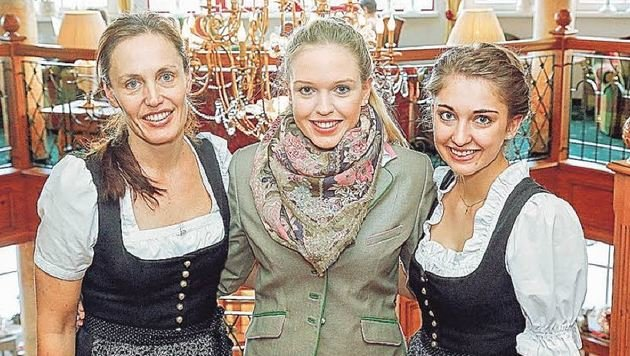 Chefin Lisa Schneider, Maria und Christina sind stolz auf Laura. (Bild: Gerhard Schiel)