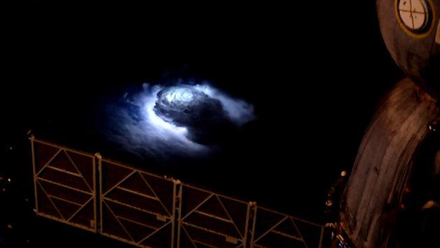 "ISS-Astronaut filmte aus dem All ""Blaue Kobolde"" (Bild: ESA)"