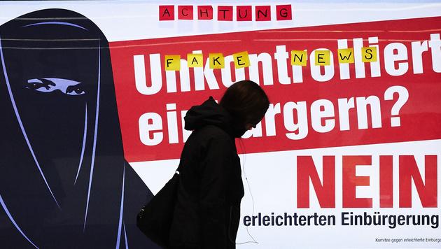 Schweizer Volkspartei wirbt mit Anti-Islam-Plakat (Bild: AFP)