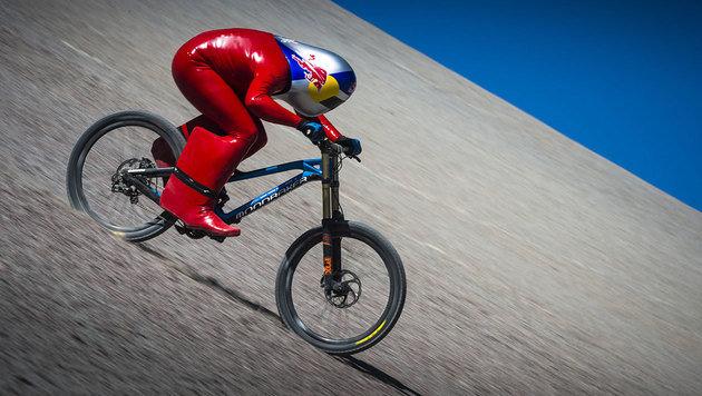 Chile: Tiroler rast mit Mountainbike zu Weltrekord (Bild: Red Bull Content Pool/Grit Koenig)