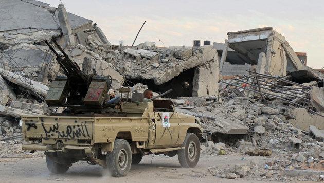 Libysche Regierungstruppen in der ehemaligen IS-Bastion Sirte (Bild: AFP)