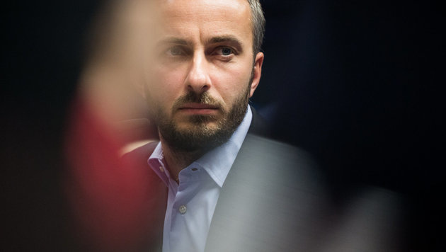 Gericht verbietet Böhmermann-Gedicht in Teilen (Bild: APA/dpa/Rolf Vennenbernd)
