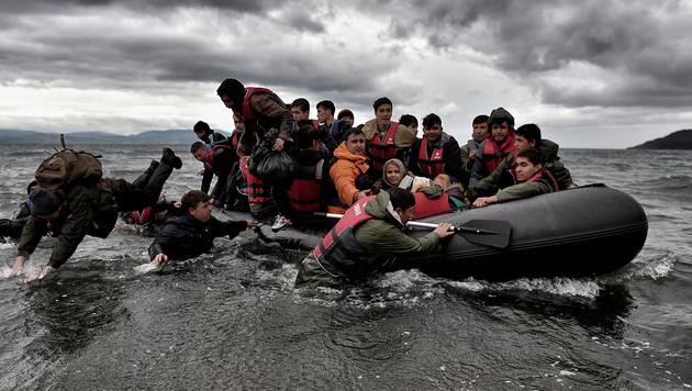Flüchtlinge aus der Türkei erreichen griechisches Hoheitsgebiet. (Bild: AFP)