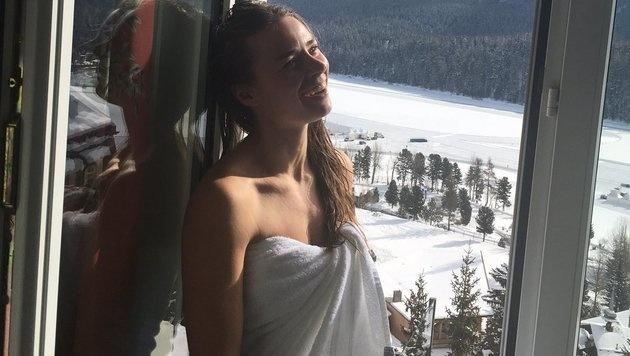 Tina Maze genießt ihre letzten Tage als amtierende Abfahrtsweltmeisterin. (Bild: twitter.com)