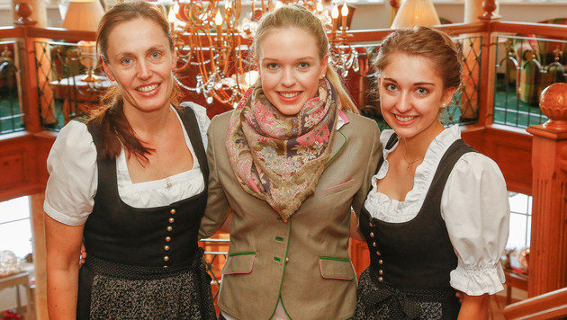 Chefin Lisa Schneider mit den Mitarbeiterinnen Maria und Christina. Sie sind stolz auf Laura. (Bild: GERHARD SCHIEL)