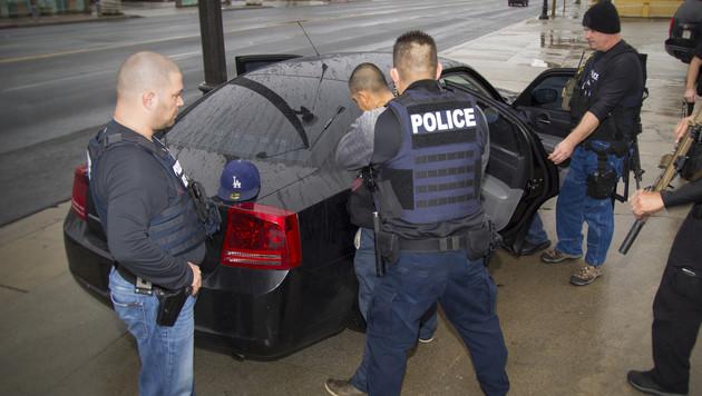 Zahlreiche Einwanderer ohne Papiere festgenommen (Bild: AP)