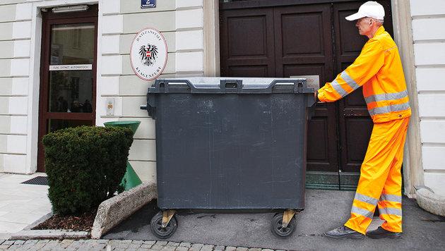 Serbe (35) türmt in Müllauto aus Justizanstalt (Bild: Uta Rojsek-Wiedergut, thinkstockphotos.de (Symbolbild))