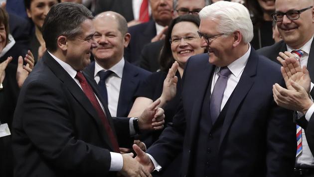 Gabriel (li.) und Steinmeier (Bild: The Associated Press)
