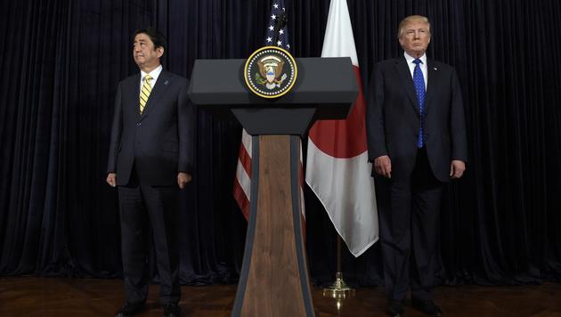 Donald Trump und Shinzo Abe (Bild: AP)